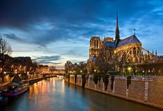 Notre Dame is telling good night to Paris (by Mickael LOICHON)