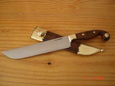 25cm de lâmina em aço carbono 1070forjado , espessura de 4mm , empunhadura de 14cm em madeira rádica de imbúia , bolster, p...