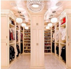 I wish I had a closet like this Huge Closet, Walk In Closet, Master Closet, Glam Closet, Modern Closet, Luxury Closet, Closet Space, Closet Bedroom, Master Bedroom