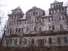 Abandoned Old Homes for Sale | Abandoned Hotels for Sale http://marthamoments.blogspot.com/2009/12 ...