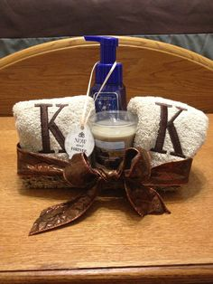 Bathroom Gift Ideas | A Cute Way To Give Towels For A Wedding Shower Gift Crafts