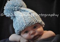 Tricot Baby Boy Hat bleu Pom grande par OopsIKnitItAgain sur Etsy, $24.00