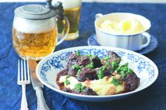 Dušená líčka se salsou verde | Apetitonline.cz Thing 1, Mashed Potatoes, Salsa, Grains, Rice, Beef, Ethnic Recipes, Food, Whipped Potatoes