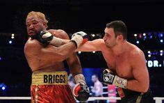 Vitali Klitschko domina a luta contra o desafiante norte-americano Shannon Briggs e vence por unanimidade após resistência do rival a ser nocauteado