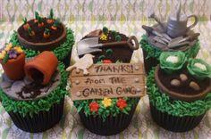 gardening cupcakes Garden Cupcakes, Spring Cupcakes, Flower Cupcakes, Iced Cookies, Cupcake Cookies, Mini Cakes, Cup Cakes, Cupcake Wars, Cupcake Toppers