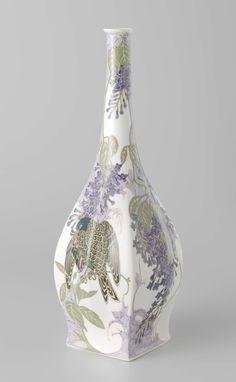 Vaas beschilderd met paarse seringen en op één wand een vogel, N.V. Haagsche Plateelfabriek Rozenburg, Sam Schellink, 1914