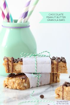 No-Bake Chocolate Peanut Butter Granola Bars - these no-bake treats are easy to make and loaded with peanut flavor! #snack