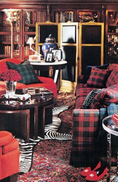 This is one of my favourite #RalphLauren interior #vignettes...before it all went downhill.  I can't remember the last time it looked this good.