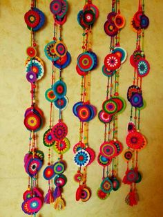Colgantes Crochet Home, Crochet Gifts, Crochet Yarn, Crochet Flowers, Crochet Stitches, Crochet Garland, Crochet Curtains, Crochet Decoration, Yarn Crafts