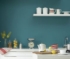 #Teal kleur (Canton van Little Greene) in de keuken. Chic Retreat - Kitchen |