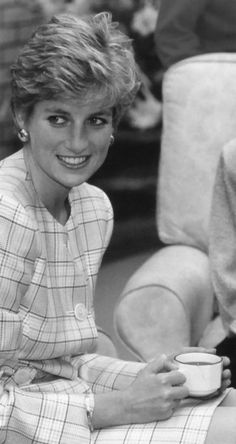 Diana Photos page 1 - RoyalDish is a forum for discussing royalty. The Danish and British Royal Families in particular, so get your snark on! Charles And Diana, Prince Charles, Diana Fashion, Lady Diana Spencer, Spencer Family, Princess Of Wales, Queen Of Hearts, British Royals, Norfolk
