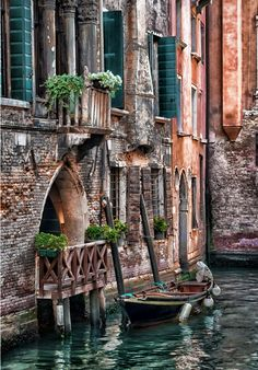 "djferreira224: "" little boat by Francesco Ocello ~ Venice, Italy """