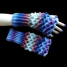 Handmade crochet wrist warmers, cuffs can be worn long or doubled up Colour: multi Total length: 24 cm Cuff length: 10 cm Width: 10 cm Material: 30% wool, 70% acrylic Aftercare: 40°C wash, do not tumble dry, do not iron