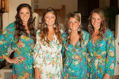 ♥♥♥  Lindas fotos com as madrinhas para arrasar no álbum de casamento Ideias lindas de fotos com as madrinhas super criativas e espontâneas para tirar com as suas amadas no dia do seu casamento! http://www.casareumbarato.com.br/inspiracao-fotos-criativas-para-tirar-com-as-suas-madrinhas/