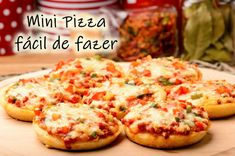 Mini Pizzas (With Homemade Pizza Crusts) - The best pizza is a personal pizza because you don't have to share. Mini pizzas with scratch-made dough and everybody gets to pick their favorite toppings. Como Fazer Mini Pizza, Receita Mini Pizza, Mini Pizzas, Homemade Pizza Crust Recipe, Mini Pizza Recipes, Clean Eating Snacks, Healthy Snacks, Pizza Facil, Quiche