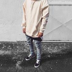 ⠀ #SimpleFits  @emiliosbinblessed • Hoodie: #HM • Pants: #FoG • Sneakers: #Vans