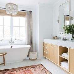 It's a sweet mix of elegance and boho, don't you think? 🛁 @designbx_ • 📷 @leftandlevel