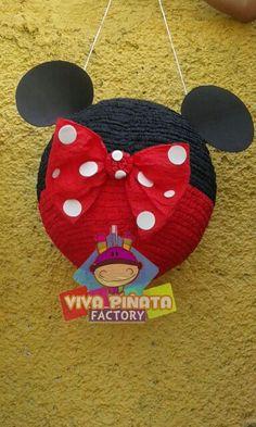 Piñata esfera Minnie... se acumulan los pedidos Navideños aun estan a tiempo de hacer el suyo.  Llameeeee yaaaaaaa!!!