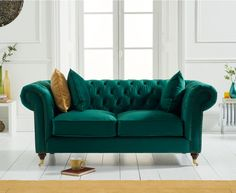 Provide timeless design to your living room with the Cameo Chesterfield Green Velvet 2 Seater Sofa, allowing 2 to sit in both comfort and style, with the cosy sofa boasting a number of elegant touches. Green Velvet Armchair, Velvet Chesterfield Sofa, Green Sofa, Velvet Furniture, Sofa Furniture, Sofa Chair, Luxury Furniture, Sectional Sofa, Furniture Design