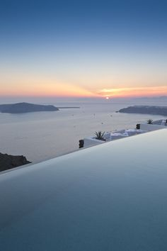 The most beautiful hotel pools in the worldan infinity pool overlooking the ocean and a sunsetIncredible Infinity Pool Designs Ideas Love Infinity Pool Designs Ideas Love beautiful infinity pool designs - Hotel Swimming Pool, Hotel Pool, Hotel Spa, Beautiful Places To Travel, Beautiful Hotels, Photos Panoramiques, The Ocean, Travel Aesthetic, Best Hotels