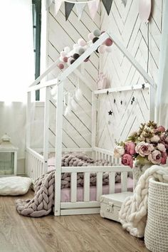 Toddler floor beds are the new hot thing for nurseries. We're convinced that you'll be obsessed after seeing this compilation of Montessori toddler rooms! Montessori Baby, Montessori Bedroom, Toddler Floor Bed, Toddler House Bed, House Beds For Kids, Toddler Bedding Girl, Wooden Toddler Bed, Diy Toddler Bed, House Frame Bed