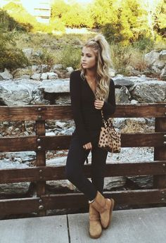 brown uggs and all black outfit