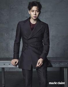 Park Yoochun luciendo elegante y a la moda para Marie Claire