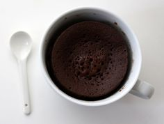 Chocolate mug cake - takes 5 mins to make! Microwave Chocolate Cakes, Microwave Cake, Chocolate Mug Cakes, Chocolate Desserts, Mug Recipes, Sweet Recipes, Dessert Recipes, Tupperware Recipes, Recipe For Teens