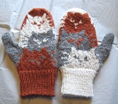 Cat mittens in Valley Yarns Amherst! >> Ravelry: primetimeknitter's Moggies mittens