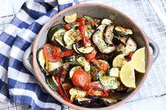 Koolhydraatarme recepten, de allerlekkerste vind je hier - Lekker en Simpel Briam, Kung Pao Chicken, Tzatziki, Sprouts, Potato Salad, Greek, Low Carb, Potatoes, Vegetables