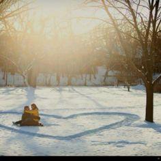 Perfect idea for a winter engagement shot! :)