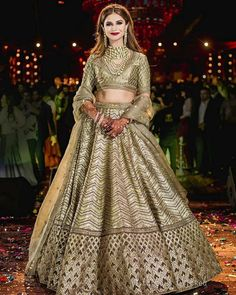 I just found out amazing Bridal Sabyasachi Lehenga Prices from his 2019 and 2018 collection. Check out 29 lehenga prices and gorgeous real bride pictures. Simple Lehenga, Bride Pictures, Bridal Lehenga, Wedding Lehnga, Wedding Mandap, Wedding Stage, Wedding Receptions, Wedding Photoshoot, Punjabi Bride