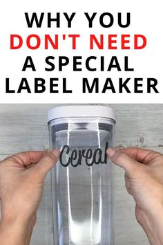 Check out how to make labels for cheap without a cricut or label maker. This label hack idea is great, you can make labels for products, candles. All you need is paper with tape and you can make any label yo want. Pantry Labels, Jar Labels, Labels For Bottles, Craft Room Storage, Kitchen Storage, Dollar Store Hacks, Cricut Explore Air, Cricut Vinyl, Home Organization