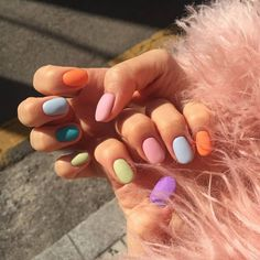 Semi-permanent varnish, false nails, patches: which manicure to choose? - My Nails Winter Nail Art, Winter Nails, Hair And Nails, My Nails, Rose Nails, Rainbow Nails, Nagel Gel, Nail Decorations, Nail Trends