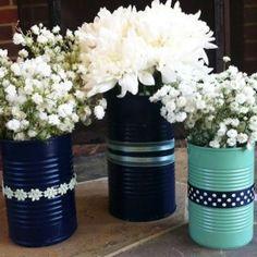 Sabe aquelas latas de ferro de leite em pó? Você não dá nada por elas, né? Mas sabia que elas podem decorar super bem seu casamento? Chega mais.