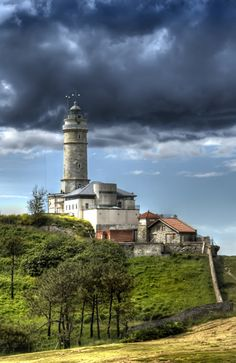 Faro de Mataleñas Santander minute walk from where I lived :) Santander Spain, Light Of The World, Spain And Portugal, Aragon, Surf, Beautiful Places, Beautiful Lights, Places To Visit, Castle
