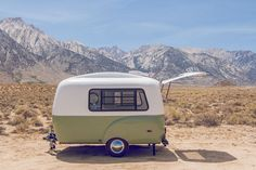 Happier Camper ist eine Marke aus den USA, die kleine Wohnwagen im Retro-Design und mit flexiblen Möbelmodulen fertigt. Der HC1 ist in mehreren Farben und mit individueller Einrichtung erhältlich.
