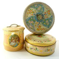 absolutely gorgeous vintage tins from Found Vintage Style...(ohh I have one of these blue ones :-)