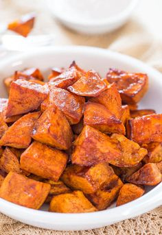 Honey-Roasted Sweet Potatoes w/ Dip. Honey-Roasted Sweet Potatoes with Honey-Cinnamon Dip - The honey glaze and the creamy cinnamon dip make these potatoes irresistible! Side Dish Recipes, New Recipes, Cooking Recipes, Favorite Recipes, Sweet Potato Recipes Healthy, Vegetable Recipes, Healthy Recipes, Vegetarian Recipes, Delicious Recipes