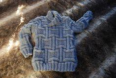 Pour une taille 3/4 ans. Le point est très élastique, le pull doit être portable plusieurs saisons. J'ai utilisé une laine Bergère de France dont je ne sais rien de plus : c'est une fine mèche, (pour traduire pour les non initiées, une laine pas retordue),...
