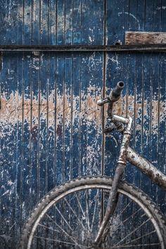 ♔ Indigo Cottage More Azul Indigo, Bleu Indigo, Kind Of Blue, Love Blue, Blue Brown, Blue And White, Prussian Blue, Photocollage, Country Blue