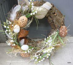 Five-Minute Floral Hoop Wreath! Happy Easter, Easter Bunny, Easter Eggs, Easter Wreaths, Christmas Wreaths, Egg Tree, Country Wreaths, Floral Hoops, Grapevine Wreath