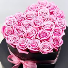 """Amour Des Roses® Rosenbox auf Instagram: """"Wir wünschen euch und euren Liebsten ein schönes Pfingstwochenende #amourdesroses #rosenbox #flowerbox #heart #rose #pfingsten #weekend…"""" Hibiscus, Bouquet, Infinity, Flowers, Instagram, Natural, Pentecost, Nice Asses, Pictures"""