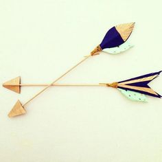 Handmade and hand-painted decorative arrow.  Ideal for wedding decor, place / escort cards and home and nursery decor.    ** This listing is for one