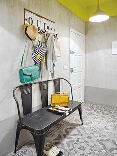 Этот цветной дом в скандинавском стиле от интерьерной студии La Casa Sueca расположен в городе Murcia на юге Испании и предназначен для молодой пары.