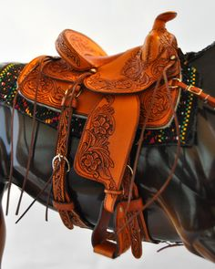 saddle by Evelyn Munday. Love the tooling.