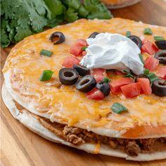 Copycat Recipes, Pizza Recipes, Meat Recipes, Mexican Food Recipes, Cooking Recipes, Mexican Appetizers, Sauce Enchilada, Taco Bell Mexican Pizza, Hamburger Dishes