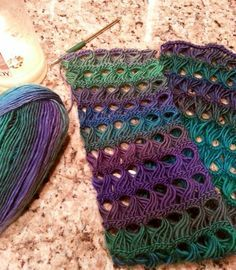 Broomstick Lace infinity scarf pattern - free. Really nice design. The yarn totally makes it in this one!!
