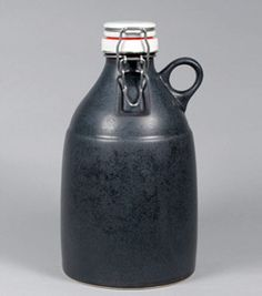 Portland Growler Co. Matte black growler... sick.