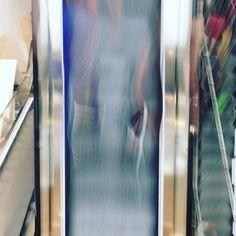 On stairs #soulfoto #indoor #art #kunst #igershamburg #instakwer #instacity #abstrakt #colorgram #floor #hhahoi #keintagohnekunst #lightpainting #movements